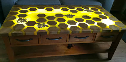 Backlit-Bee-Table-by-David-Alexander