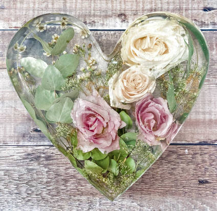 Large-floral-heart-casting-by-eb-floral-preservation