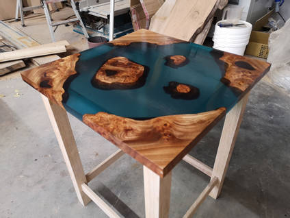 Square Islands Table