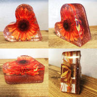 Bea-utiful-Creations-Red-Gerbera-Resin-Heart Thumbnail