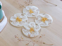 White-Flower-Coasters-by-Handcrafted-by-Zsuzsi Thumbnail